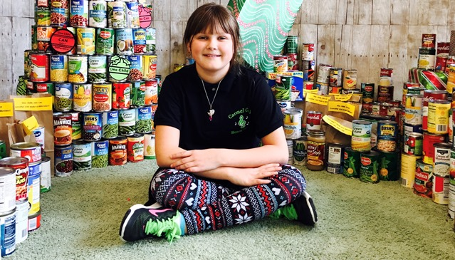 Caroline With Cans_471571