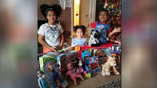 CHristmas Eve burglary officers buy presents_472077