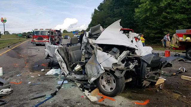 2 killed, 2 hurt in I-40 crash in Dickson