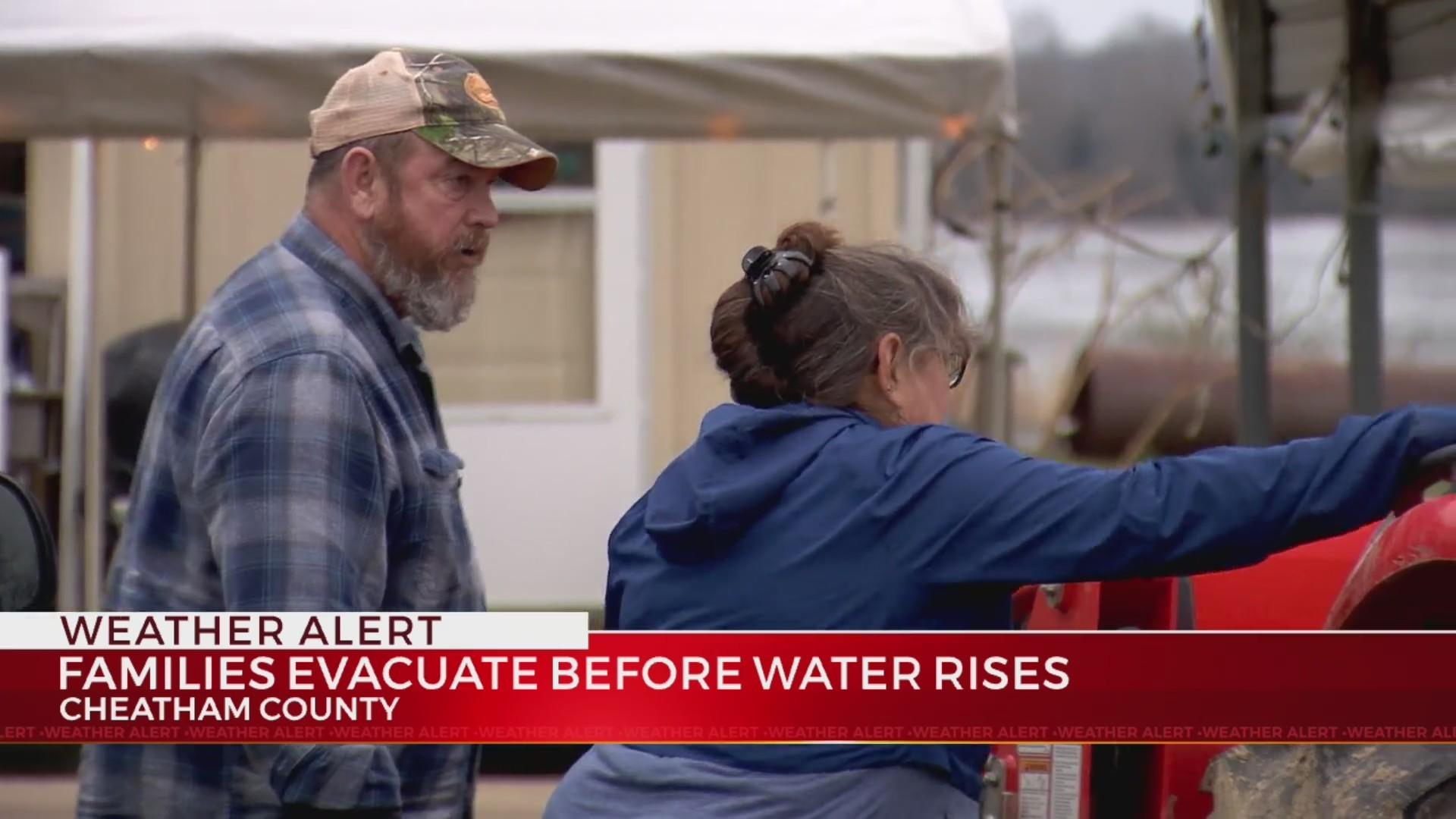 Families_evacuate_before_water_rises_0_20190222042908