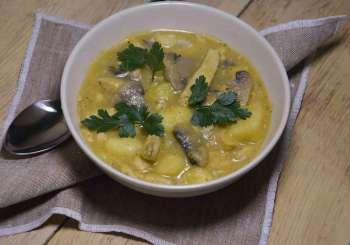 Zupa gulaszowa z kurczakiem