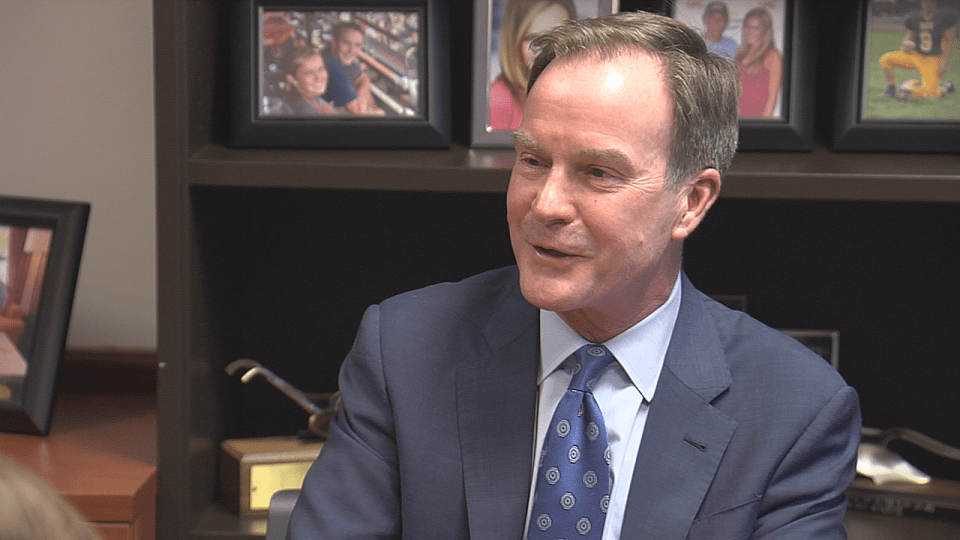 SCHUETTE ROUND TABLE WEB PIC_345926