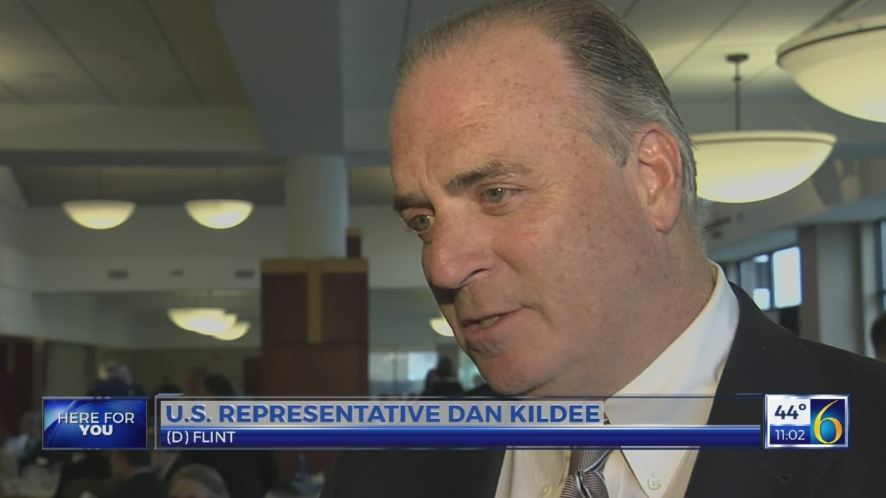 Kildee delivers keynote speech at democratic party dinner