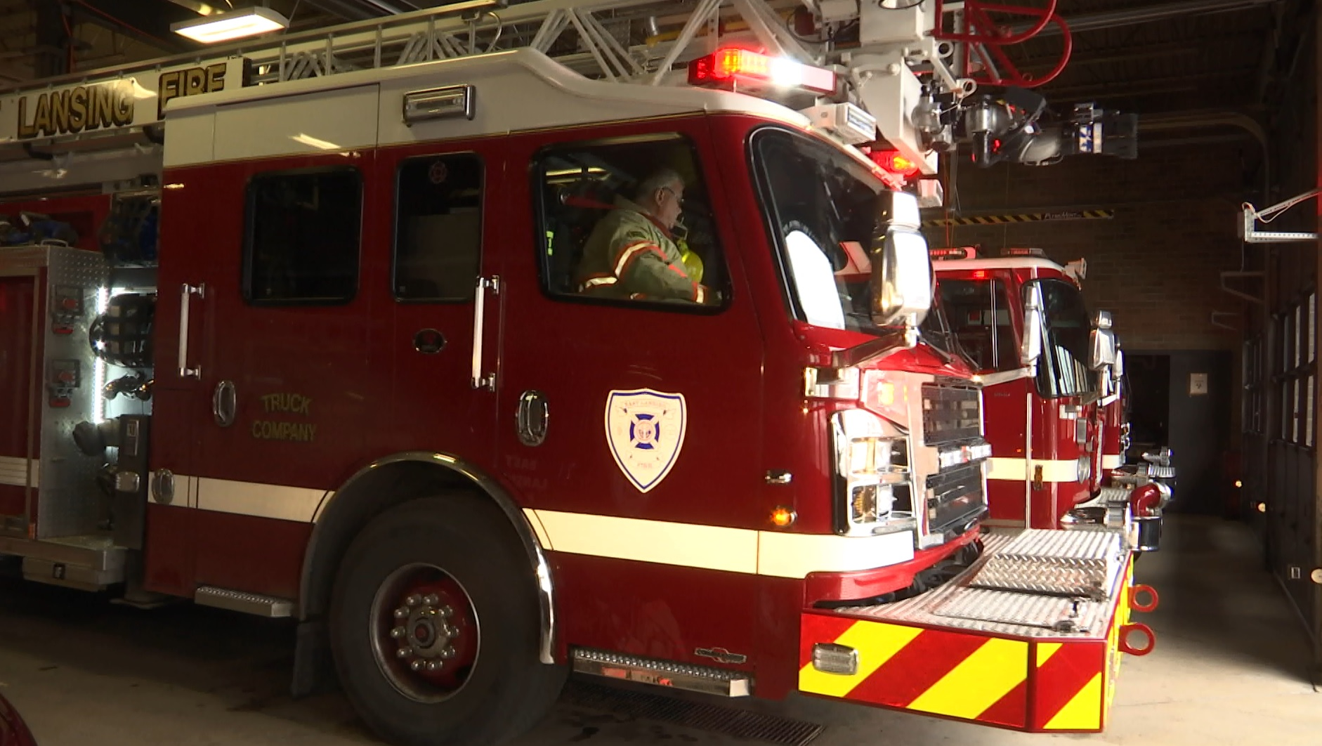 FIRE TRUCK_128061