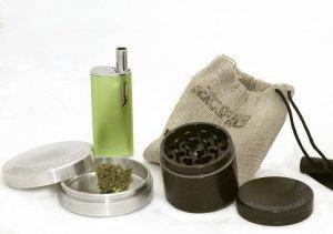 kratom and grinder