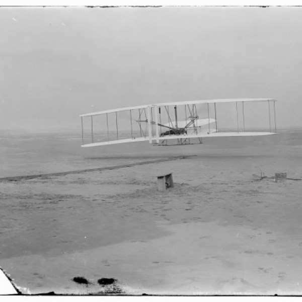 wright-brothers-flying-machine-e1369077931471_318590