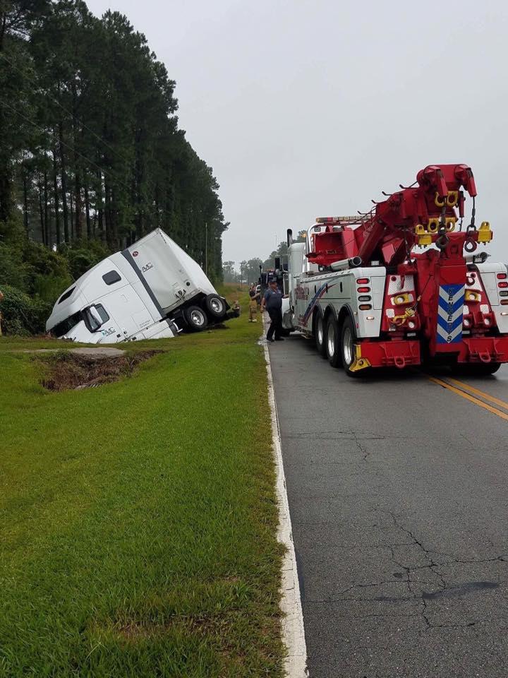 duplin truck in ditch 2_462279