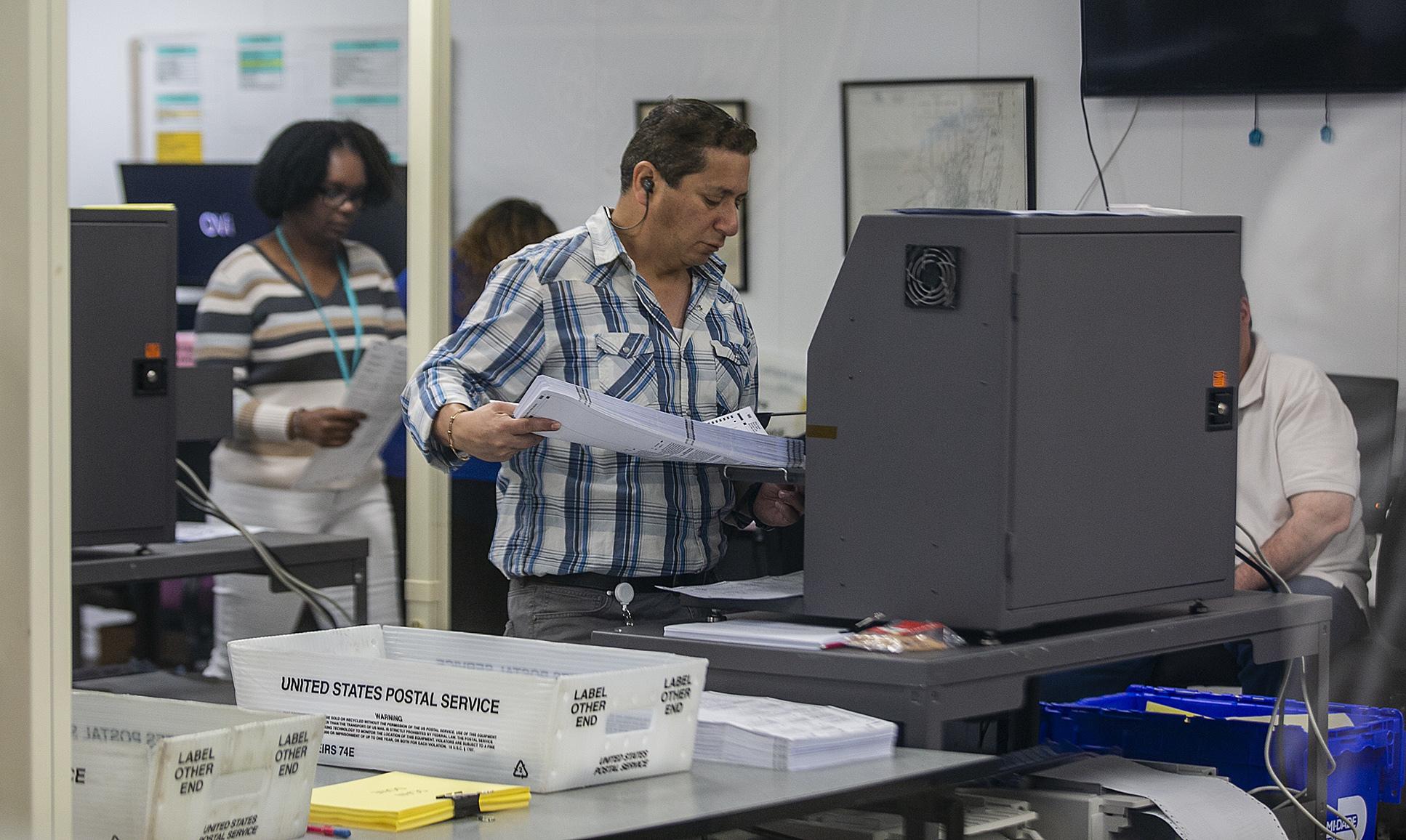 recount1_ballots_lnew_cmg_90907-159532.jpg82821082