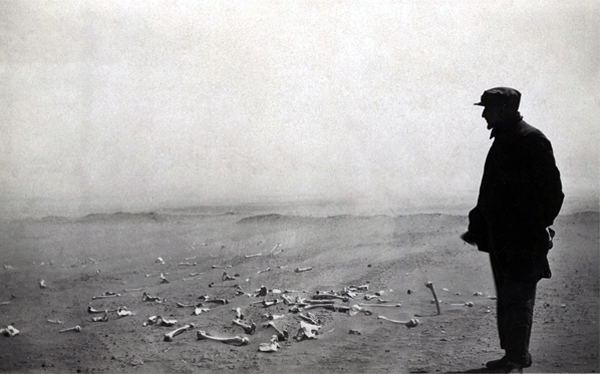 Armenian looking at the human remains at Der el-Zor, 1916. Photo: Armenian Genocide Museum-Institute