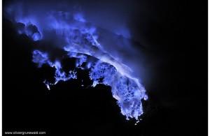 blue_flame_kawah_ijen_volcano_03.jpg__1072x0_q85_upscale