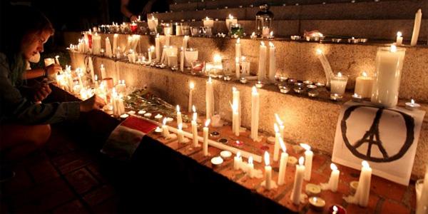World mourns 2015 terror attacks in Paris, France (Photo: Twitter)