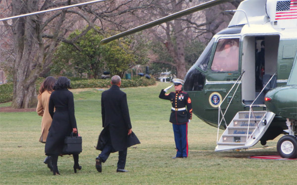 President Obama with wife, Michelle, and daughter, Malia, boarding Marine One for the last time at the White House as they depart for Chicago, where Obama gave his farewell speech (Photo: Twitter)
