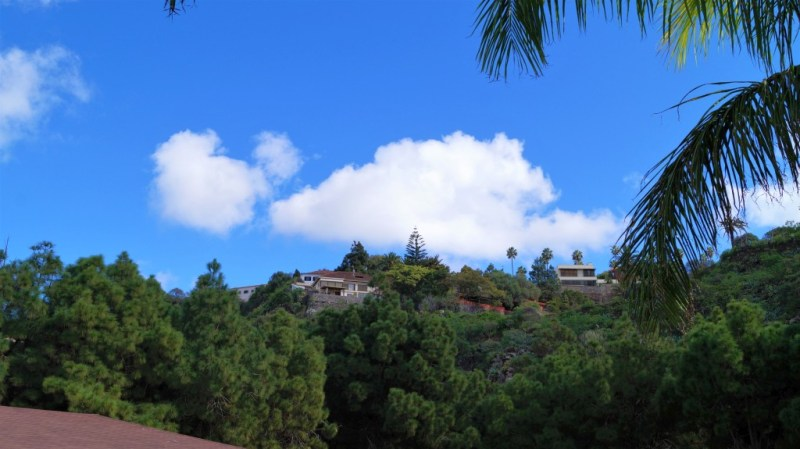 Ein schöner blauer Himmel - hoch eben über den Bergen