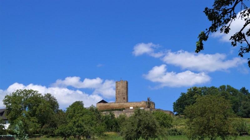 Burg Steinsberg von der Straße