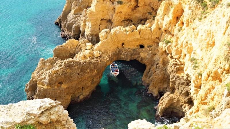 Mit dem Boot an der Algarve
