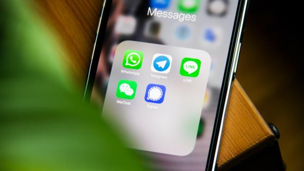7 Ways To Use SMS To Improve Customer Experience And Get More Customers Featured Image