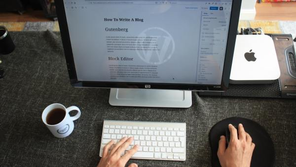 How To Refresh Your Old Blogs And Bring Them Back To Life Featured