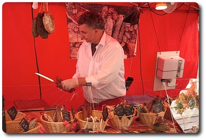 Salamispezialitäten vom Wochenmarkt in Berlin
