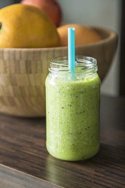 Frischer Spinat gibt Energie, hier als Spinat-Smoothie.