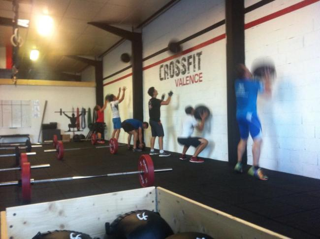 Seance de wall ball a CrossFit Valence