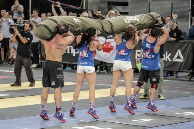 Reebok CrossFit ®* Invitational 2015-L'equipe USA en plein effort