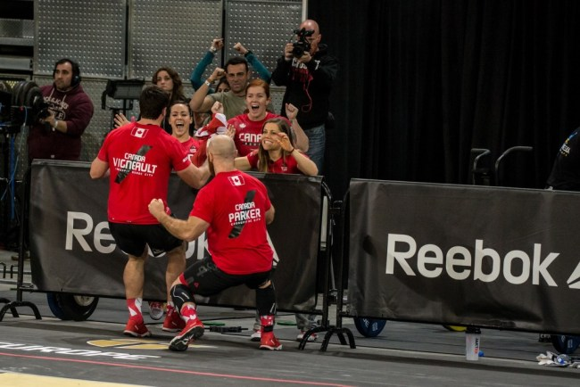 Reebok CrossFit ®* Invitational 2015-L'equipe du Canada en pleine celebration