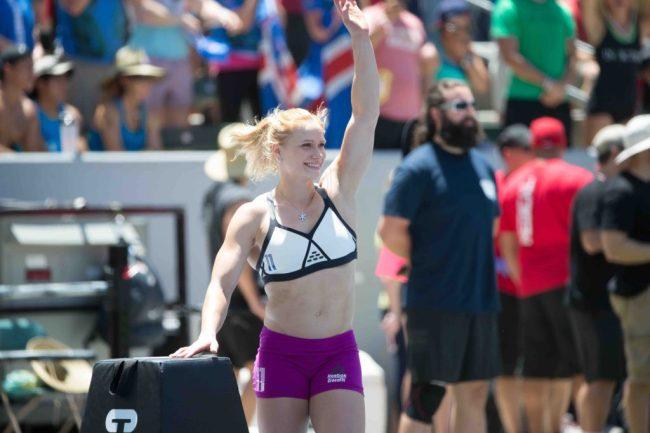 Annie-Thorisdottir-salue-le-public-lors-des-CrossFit-Games