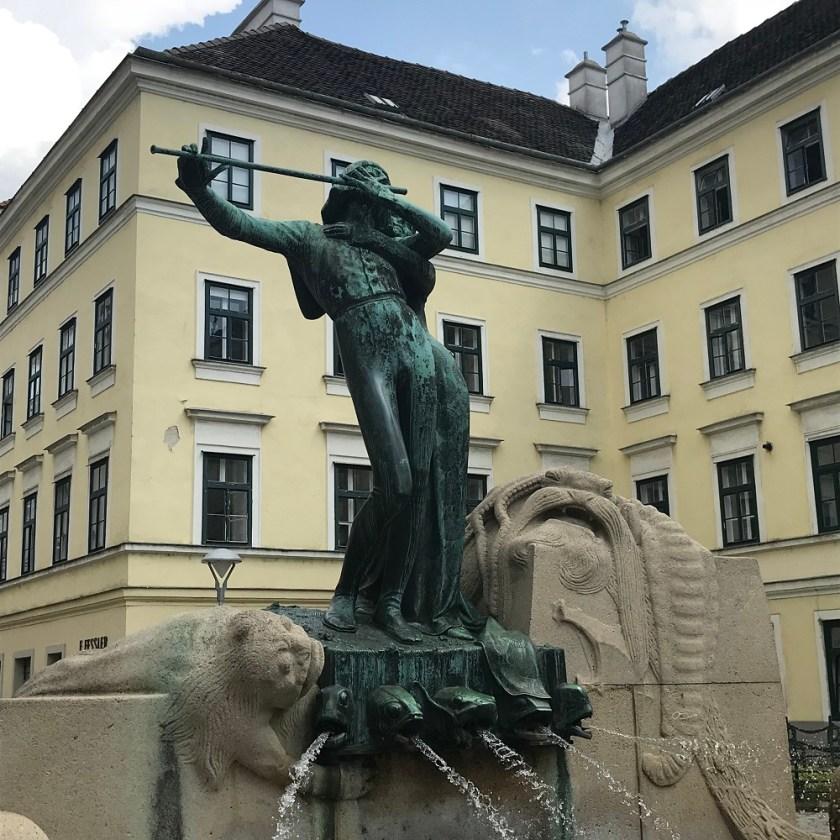 Zauberflötenbrunnen am Mozartplatz