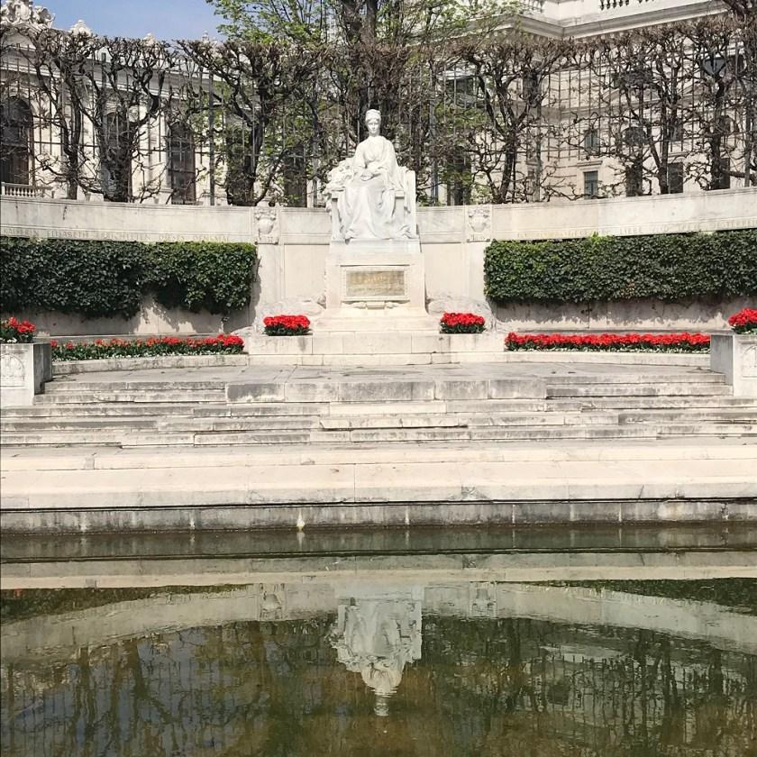Elisabeth-Denkmal im Volksgarten