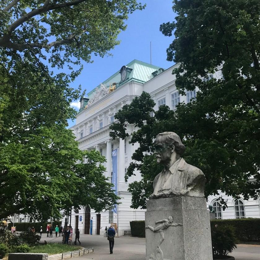 Denkmal Siegfried Marcus vor der TU