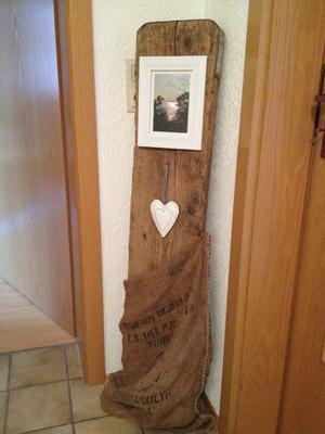 Rustikale Dekoration mit Holzbrett  wohncore wohncore