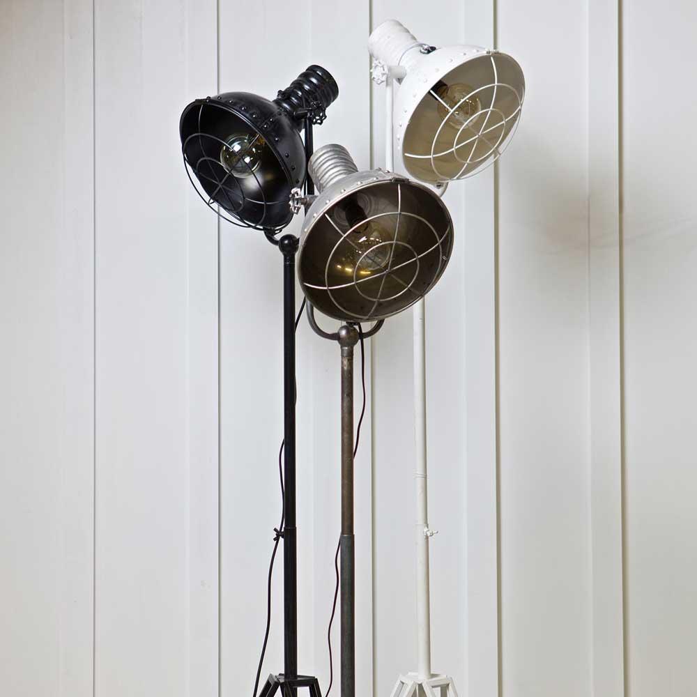 Stehlampe Bravour in Schwarz Metall im Industriedesign