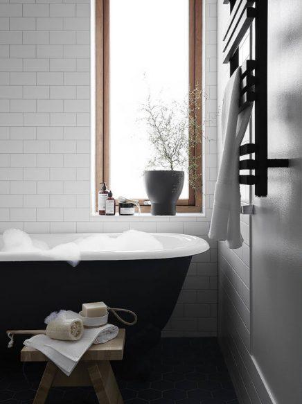Schnes Japanisch inspiriertes Skandinavisches Badezimmer
