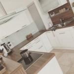 Weisse Kuchen Mit Holzarbeitsplatten Wohnkonfetti