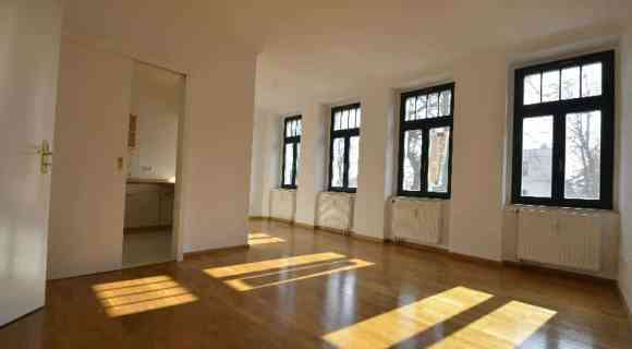 NEU: Ruhig wohnen am Auwald * tolle 2-Zimmerwohnung mit EBK, Parkett, Balkon *