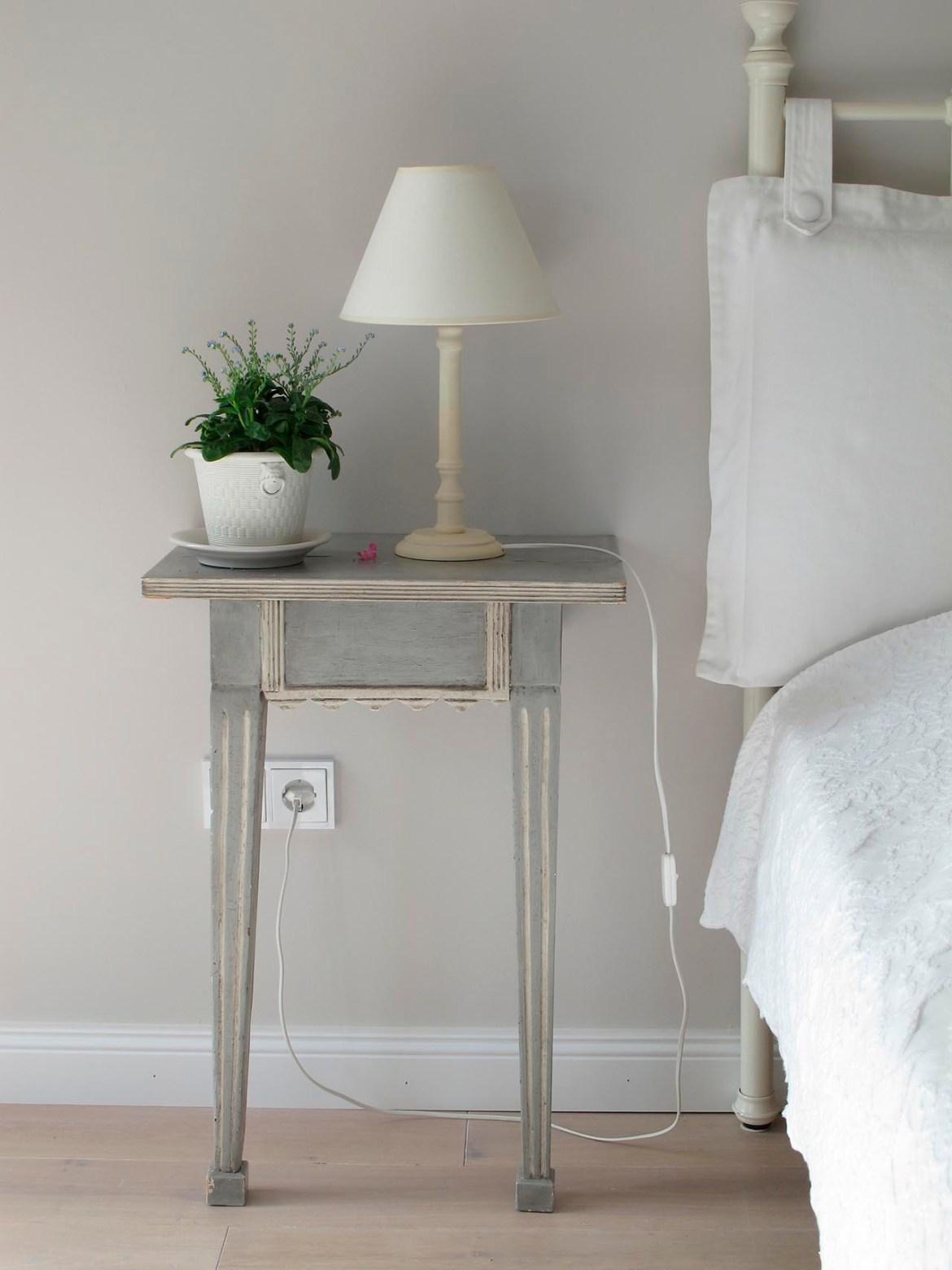 Einfacher vintage Nachttisch