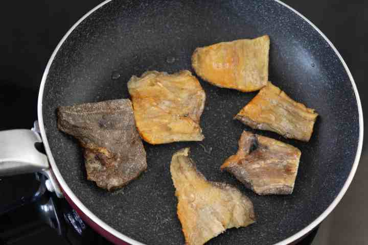 Browning preserved fish meat in a pan