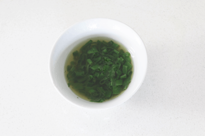 Spring onion oil in a dish