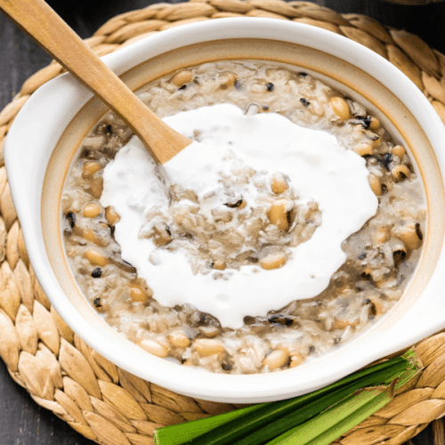 Che dau trang in a bowl with coconut cream and wooden spoon in it