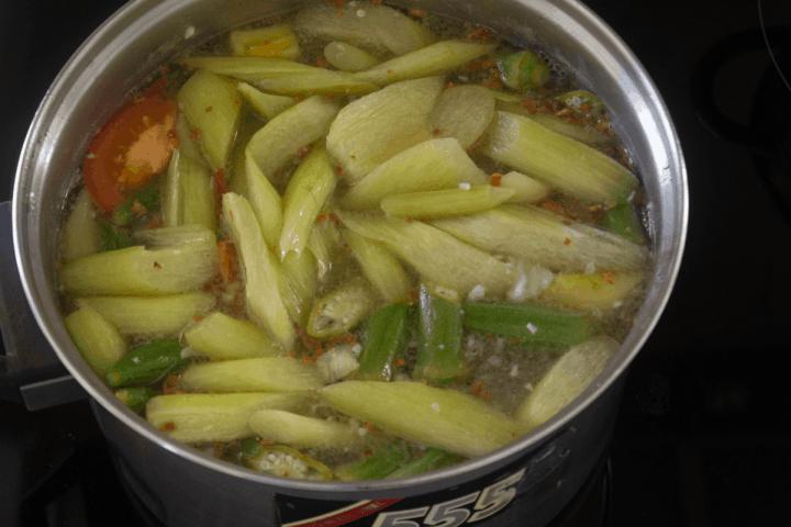 Vietnamese Sour Soup in a pot.