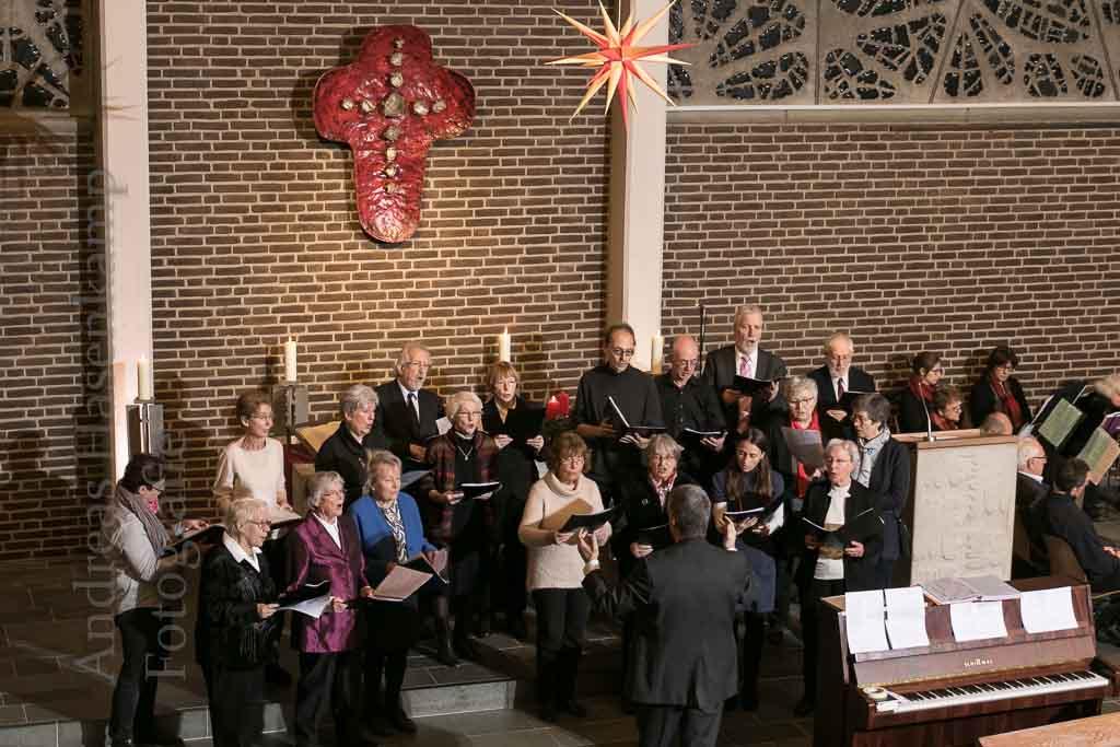 Ein beliebtes musikalisches Ereignis auch zum Mitmachen trotz Schnee war das Ökumenische Adventskonzert in der Christuskirche. Foto: A. Hasenkamp, Fotograf in Münster.