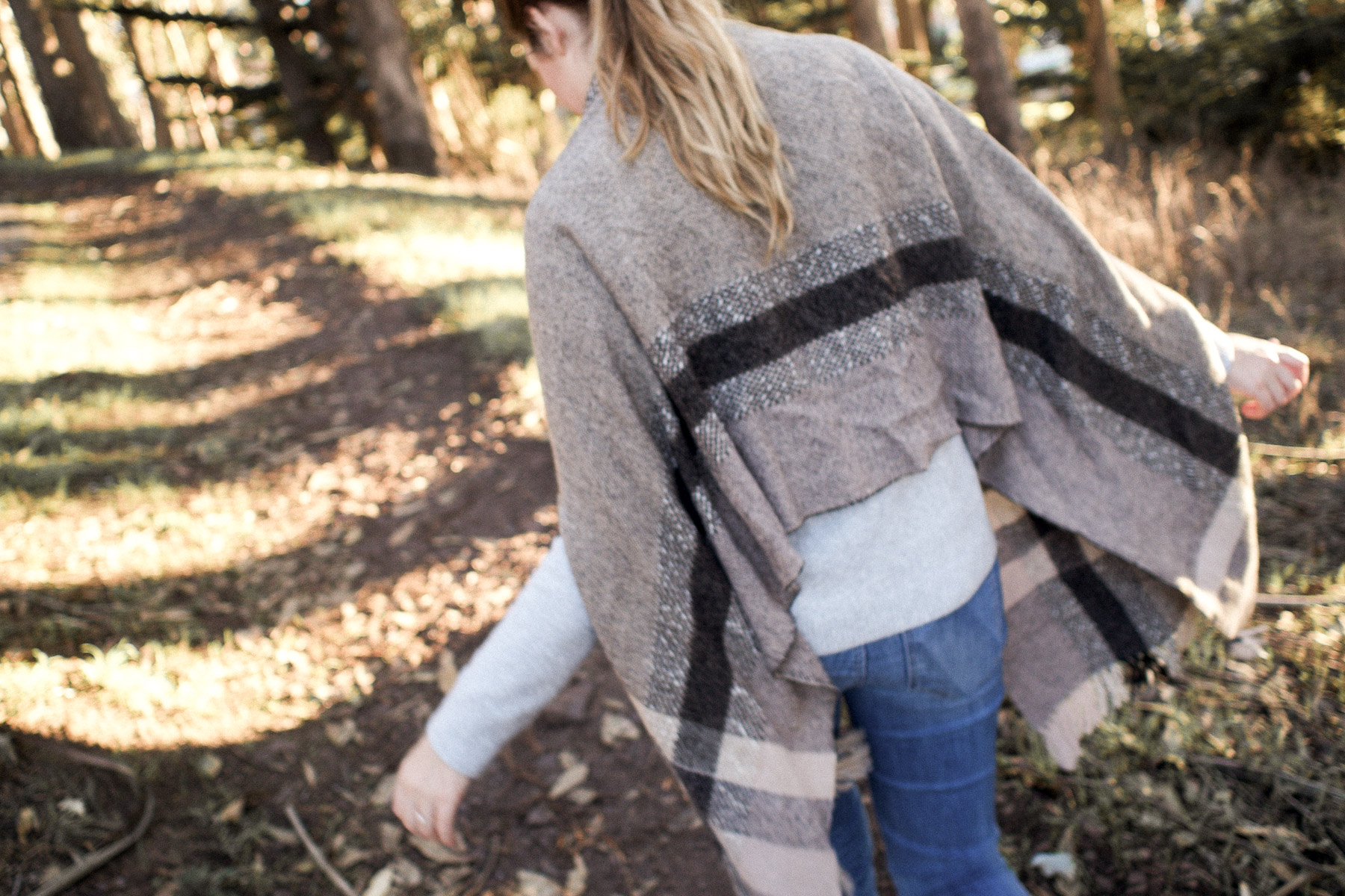 Cozy Outfits & Sunset Walks in the Presidio | featuring Madewell scarf cape, & other Stories grey sweater, Lou & Grey jeans and Veja esplar white & red sneakers | Wolf & Stag