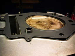Piston cleaned up and new head gasket, ready for final assembly.