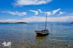 A lonely boat off Isla del Sol