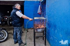 This is how Johnny Motos makes a fire: compressed air