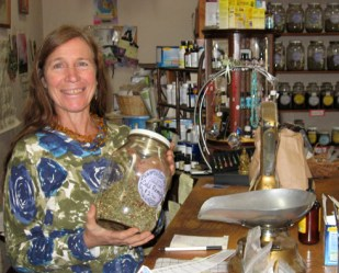 Linda Quintana of Wonderland Teas & Spices photographed by Marnie Jones in Grow Northwest Magazine