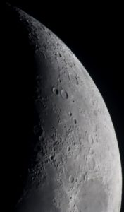 Pic 2: The Moon (Richard Harvey. DSLR)