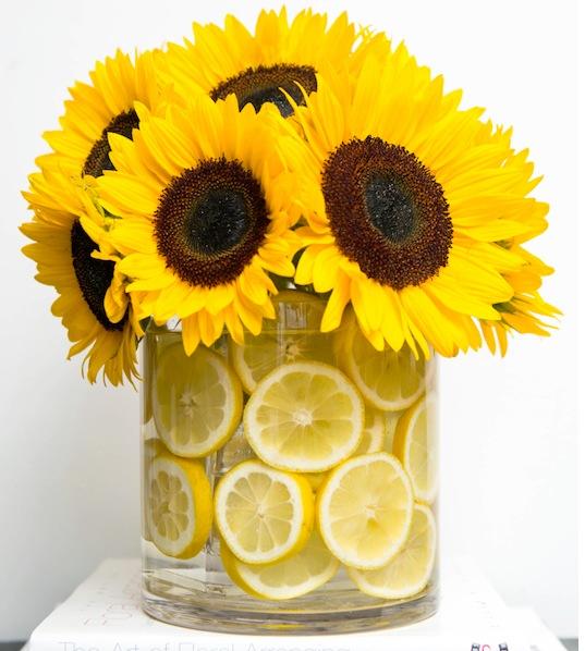 Как расставить цветы в вазе красиво