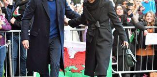 Принц Гарри и Меган Маркл в Кардиффе: разные серьги, автограф и другие нарушения традиций