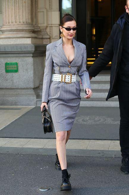 Ирина Шейк и Белла Хадид в наряде Versace